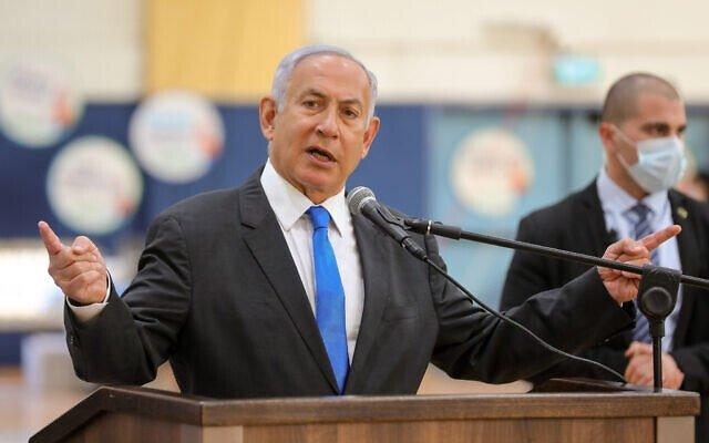 """Yolsuzluktan yargılanan Netanyahu'ya """"bacak bacak"""" üstüne poz tepkisi"""