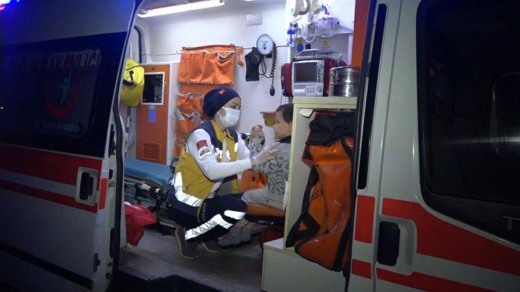 Otomobil şarampole yuvarlandı, baba-oğul yaralandı