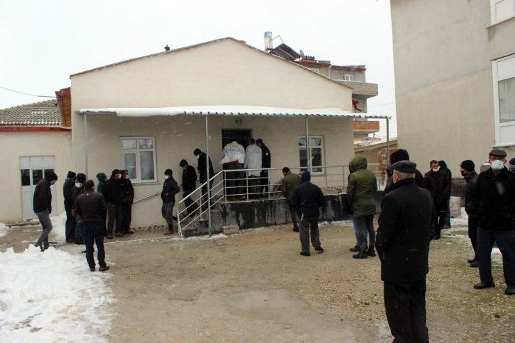 Konya'nın 9 ilçesinde 33 kişi sobadan zehirlendi, 3 kişi hayatını kaybetti