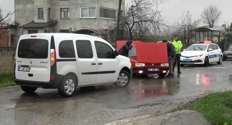 Kovalamacada çaldıkları otomobille yakalandılar