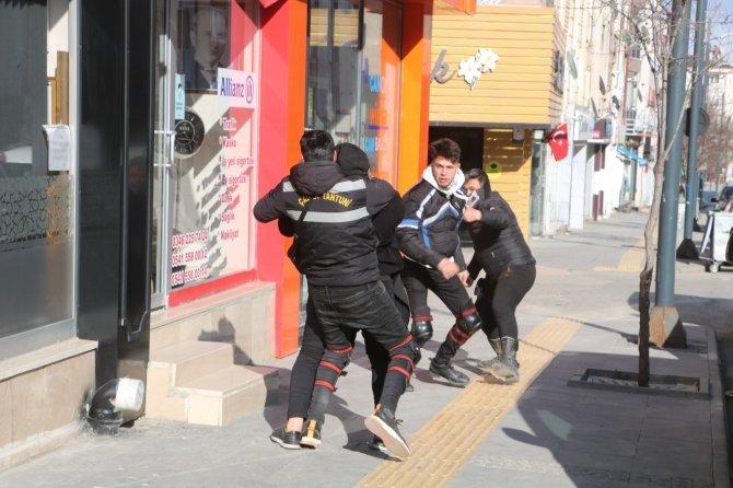 Sahte ihbarda bulundular, polise sürpriz yaptılar