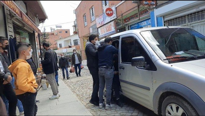 Duygu sömürüsü yapan dilenciyi polis enseledi