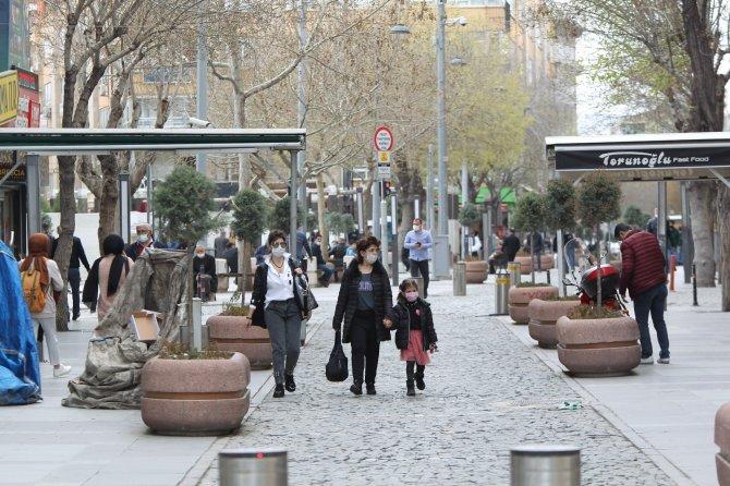 Konya'da vatandaşlar kısıtlamaların daha da artırılmasını istiyor