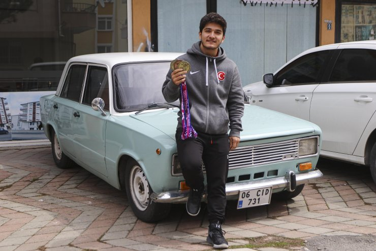 Şampiyon halterci, sporcu maaşını biriktirerek 'Serçe' araba aldı