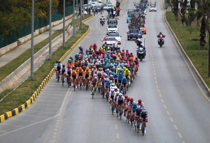 Vatandaşlar 56. Cumhurbaşkanlığı Türkiye Bisiklet Turu'nu ilgiyle takip etti