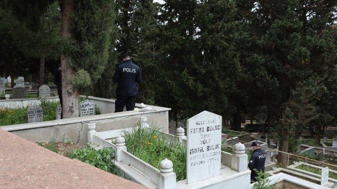 Aile mezarlığında kayıp oğlunun cesedini buldu!