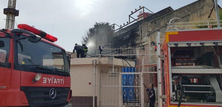 Caminin çatısında yangın