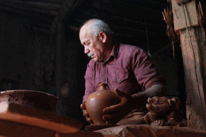 5 bin yıllık tarihi Sille'de yaklaşık yarım asırdır çamura şekil veriyor