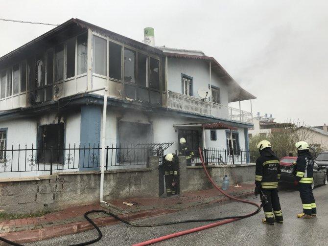 Konya'da çakmakla perdeyi tutuşturan çocuk müstakil evi yaktı