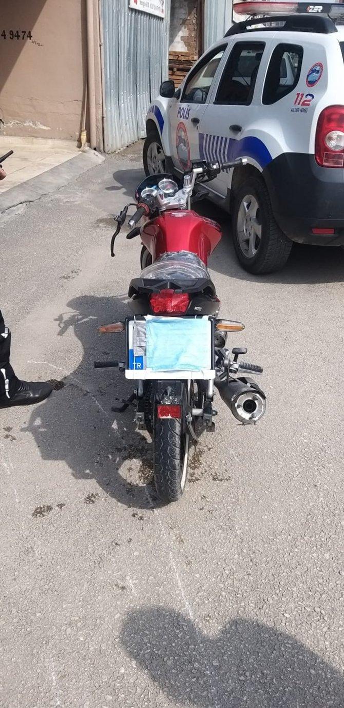 Maskeyi yüzü yerine motosikletinin plakasına takan sürücüye 7 bin 465 TL ceza