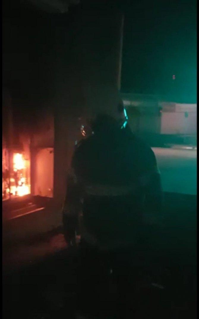 Elektrik trafosunda çıkan yangın korkuttu