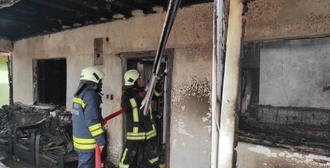 Konya'da müstakil ev yangında kullanılamaz hale geldi