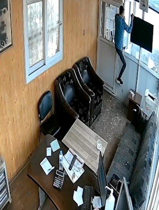 Engel tanımayan hırsız kamerada