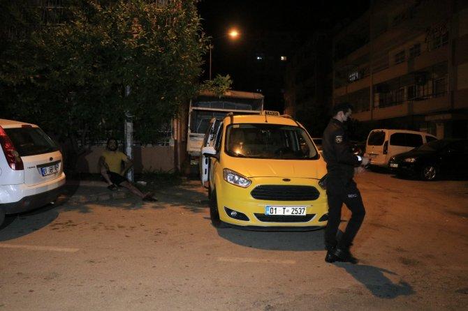Konuşmak için yanına çağırdığı taksi şoförünü tabanca ile vurdu