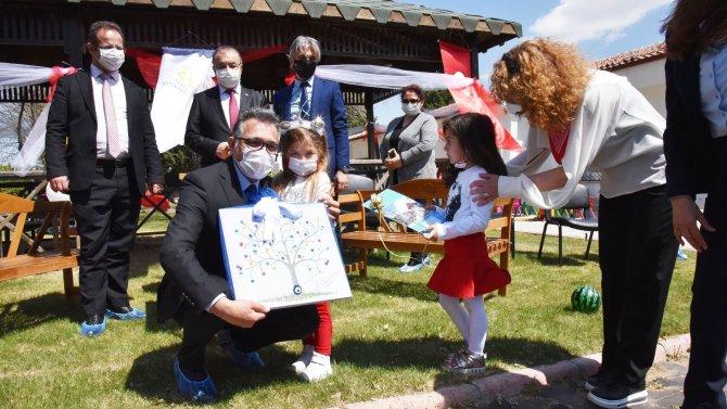 """Prof. Dr. Aksoy: """"Çocuklarımıza güzel bir gelecek sunmak için çalışıyoruz"""""""