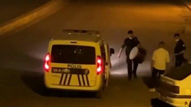 Polis sahurda davul çaldı