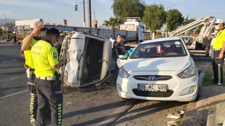 Aydın'da otomobille panelvan araç çarpıştı: 4 yaralı