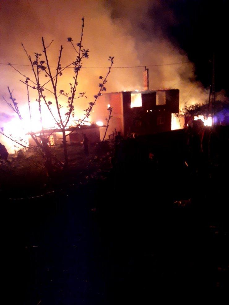6 kardeşe ait 6 evde yangın
