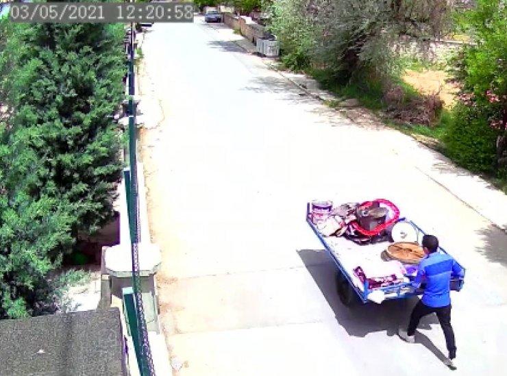 Konya'da el arabasıyla rögar kapağı hırsızlığı