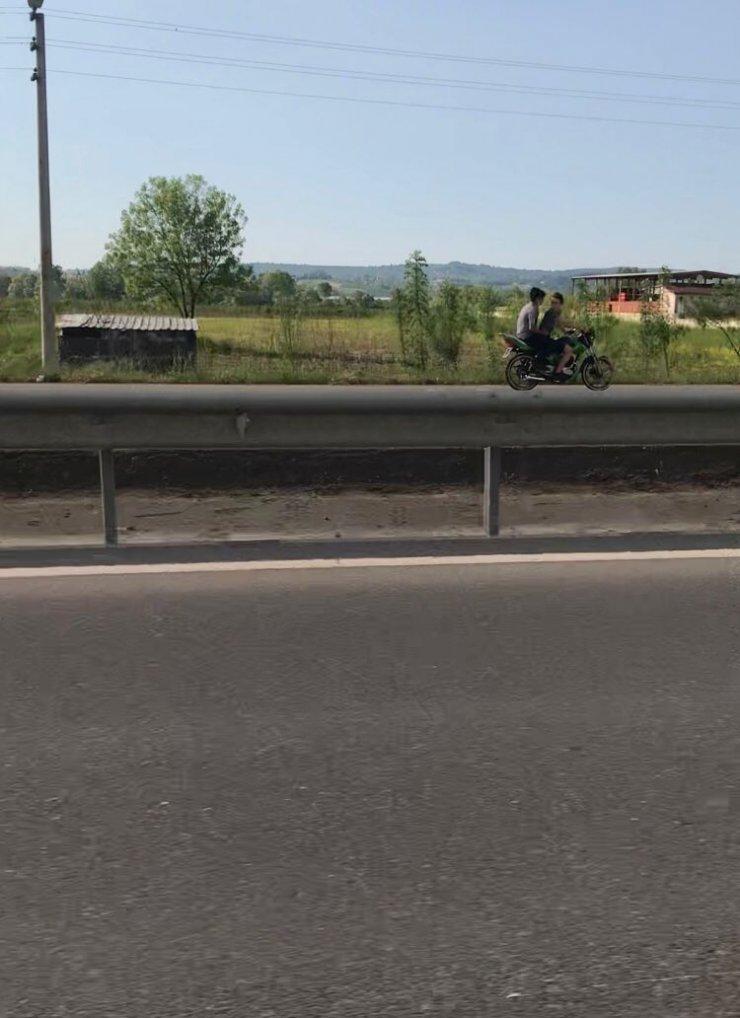 Dur ihtarına uymayan motosiklet sürücüsü, ters şeride girerek polisten kaçtı