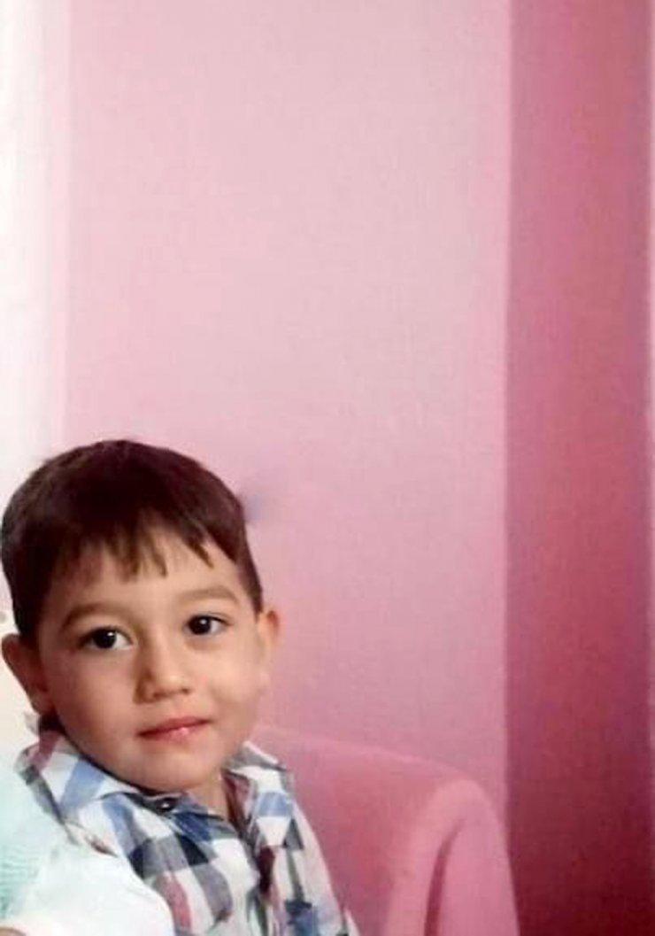 Oynarken devrilen briketlerin altında kalan küçük Ali, öldü