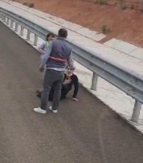 Ankara'da otoyol kenarında kadına şiddet kamerada