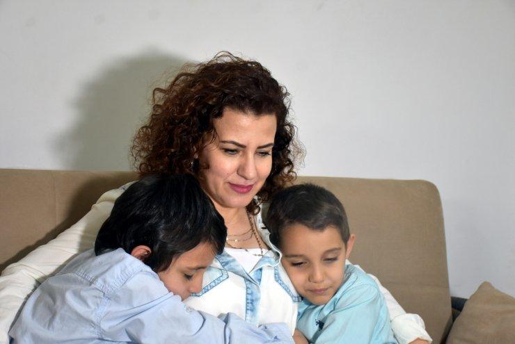Doktor anne koronavirüsü yendi, çocuklarına doyasıya sarıldı