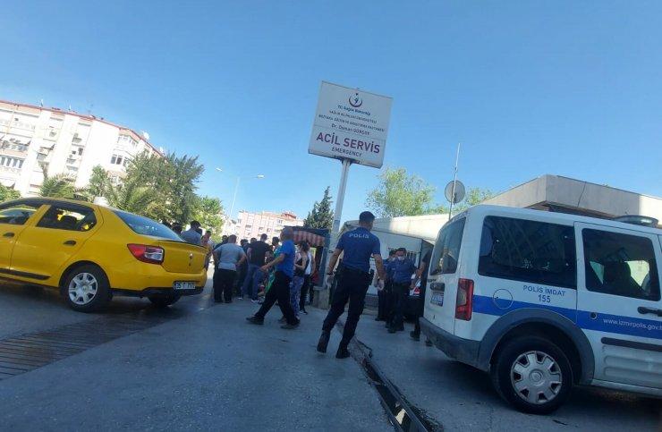 İzmir'de husumetliler arasında silahlı kavga: 5 yaralı