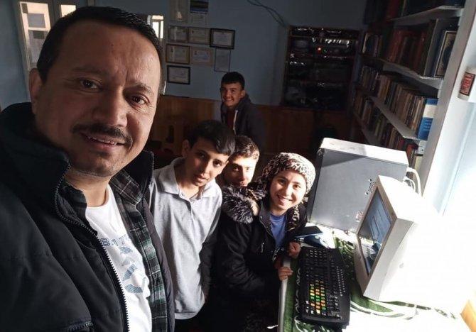 Cami imamının bilgisayar çağrısına vatandaşlar kayıtsız kalmadı