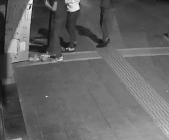 Kısıtlama saatinde markete girip dolaptaki içecekleri çaldılar