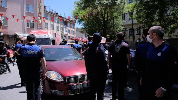 Konya'da seyyarlar sokak aralarına tezgah açtı, mahalleli akın etti