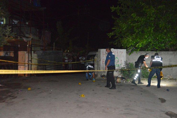Sokak ortasında silahlı saldırıya uğradı, başından vuruldu