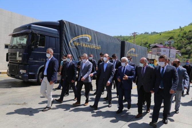 Bakan Muş, Sarp sınır kapısında tır şoförlerinin sorunlarını dinledi