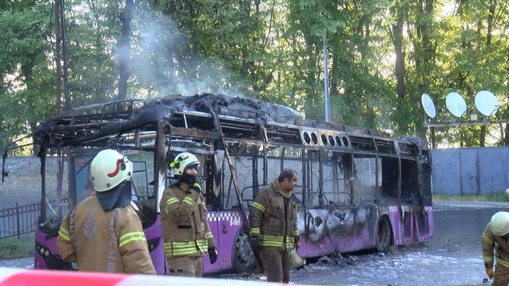 Otobüs alev alev yandı