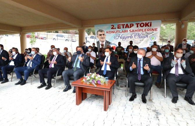 Ziyaret'te 2. etap TOKİ konutlarının anahtar teslimi yapıldı