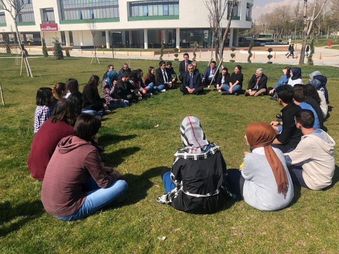 """Konuk: """"Bizim en büyük gücümüz gençliğimiz ve gençlerimizdir"""""""