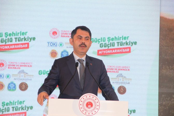 """Bakan Kurum, """"2012 yılından bu yana 2.5 milyon konutu vatandaşımıza teslim ettik"""""""