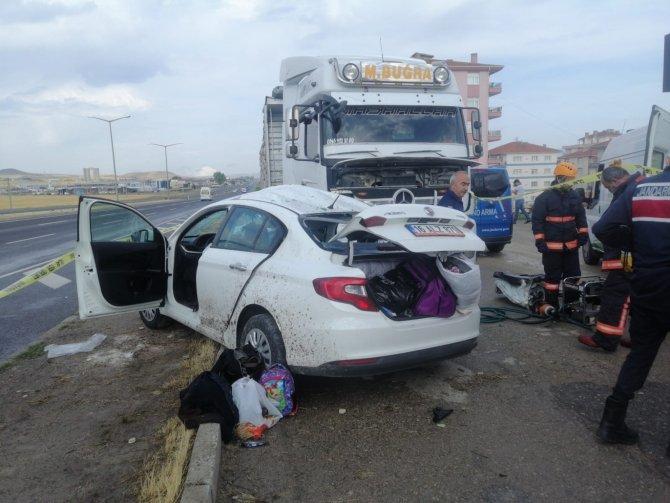 Yoldan çıkan araç başka bir araca çarptı! 2 ölü, 2 yaralı