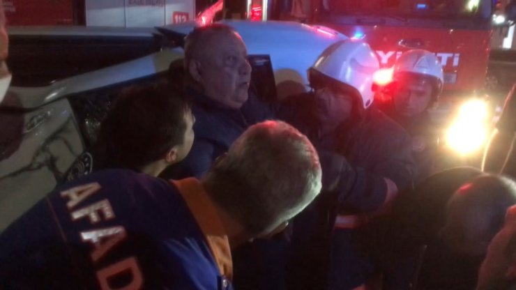 Ehliyetsiz sürücü kırmızı ışık ihlali yaptı: 2 yaralı