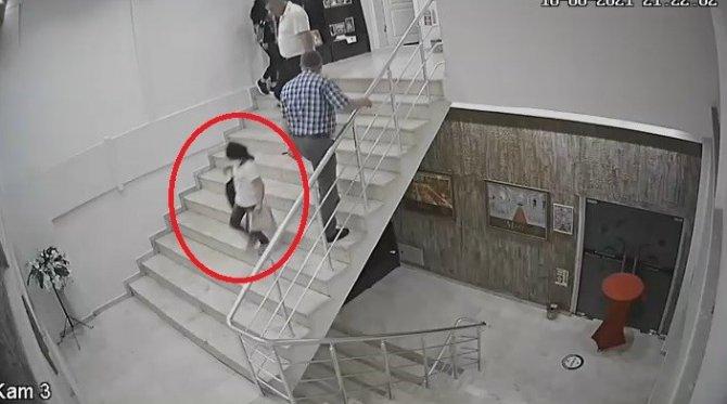 Düğün salonundaki küçük hırsız kameralara yakalandı