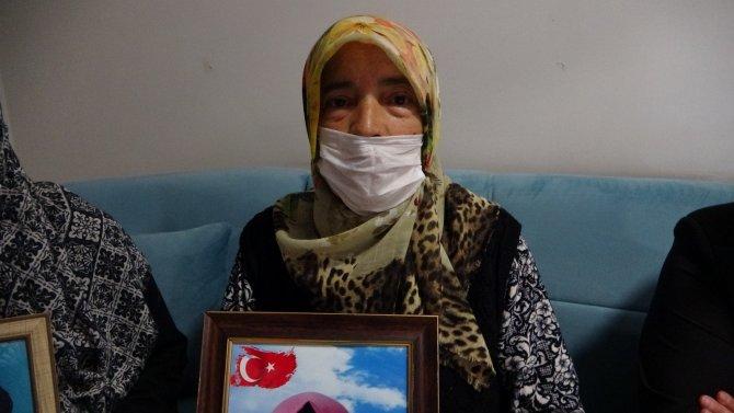 Evlat nöbetindeki aileler kısıtlamaya rağmen direnişlerini sürdürüyor