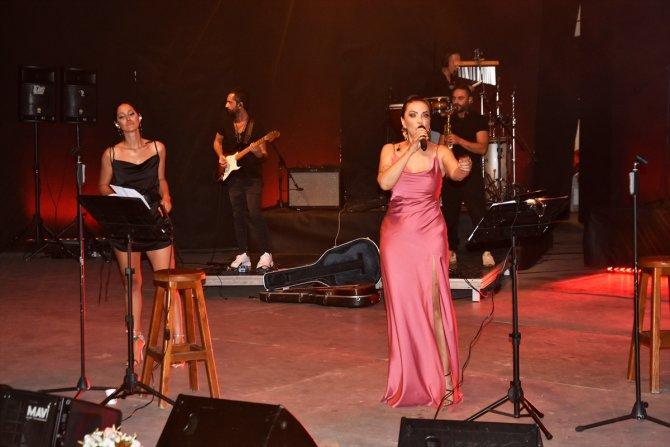 Şarkıcı Yeşim Salkım Bodrum'da konser verdi