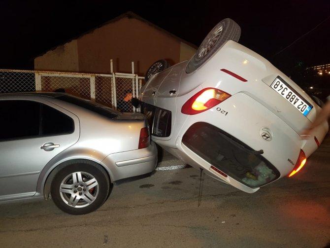 Taklalar atan otomobil bahçe duvarına çarparak durabildi