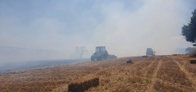 100 dönüm arazi ve 350 saman balyası yandı