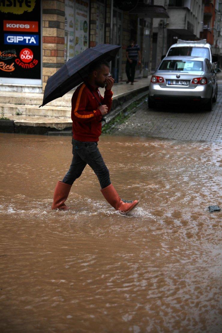 Rize ve Artvin'de beklenen yağış başladı