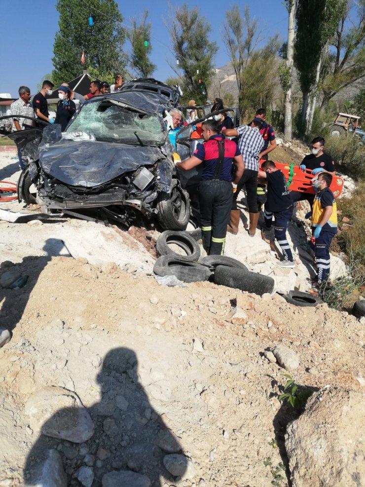 Tatil yolunda kaza; 4 kişilik aile yaralı