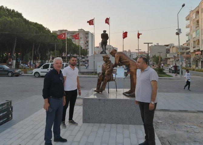 Covid-19 geçiren başkan ilçesine sağlıkçı anıtı yaptırdı