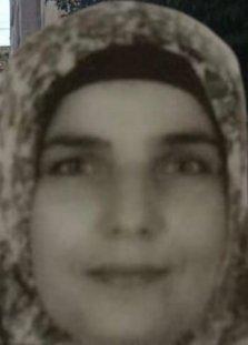 Eşinin telefonu açmadığı için öldürdüğü 3 çocuk annesi toprağa verildi