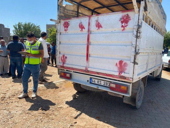 Kamyonete çarpan motosikletin sürücüsü ağır yaralandı