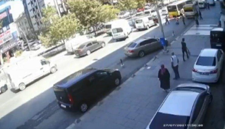 Otobüsün altına giren motokurye ölümden döndü